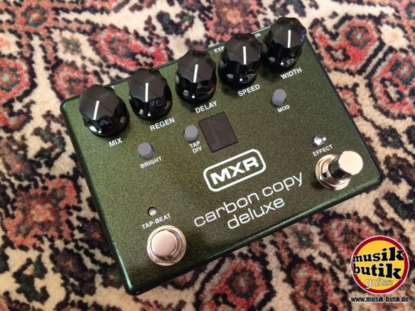 MXR M292 - Carbon Copy Deluxe Analog Delay.JPG