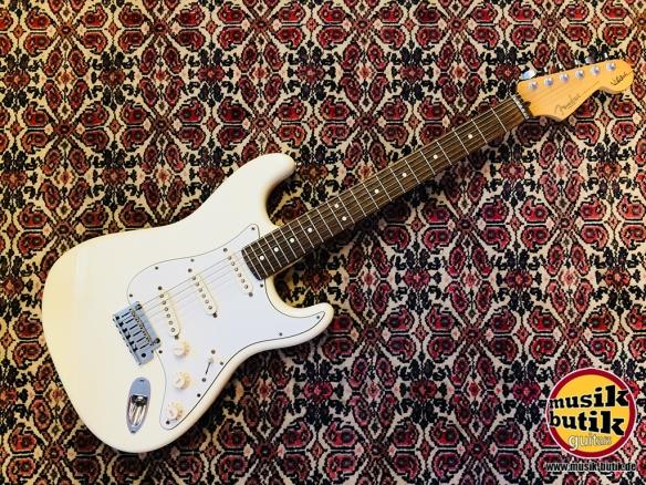 Fender Stratocaster Jeff BEck 2003 OLW.jpg